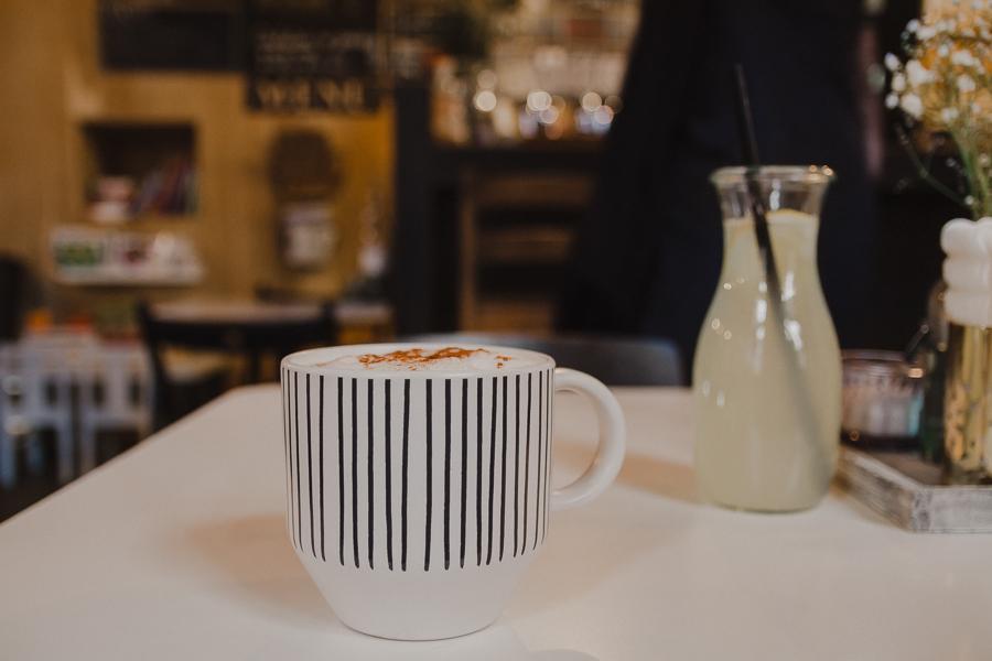Latte z cynamonem