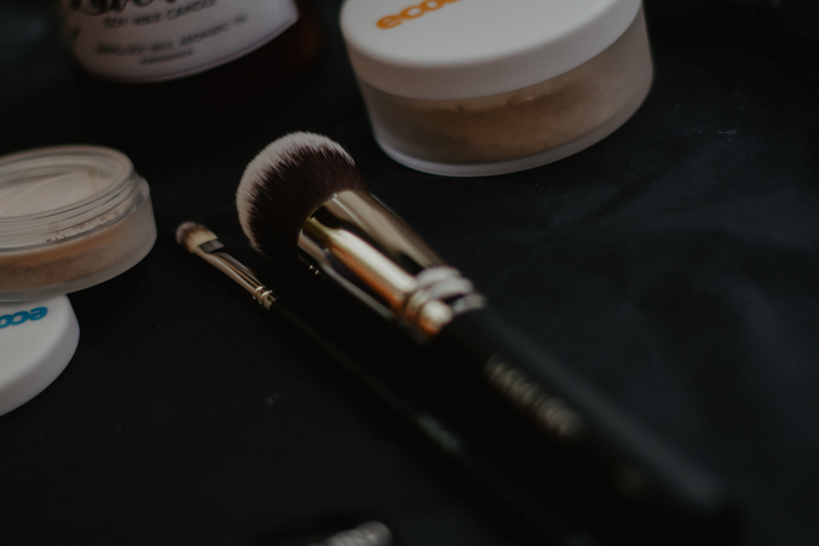 Kosmetyki mineralne - jak sobie znimi poradzić?