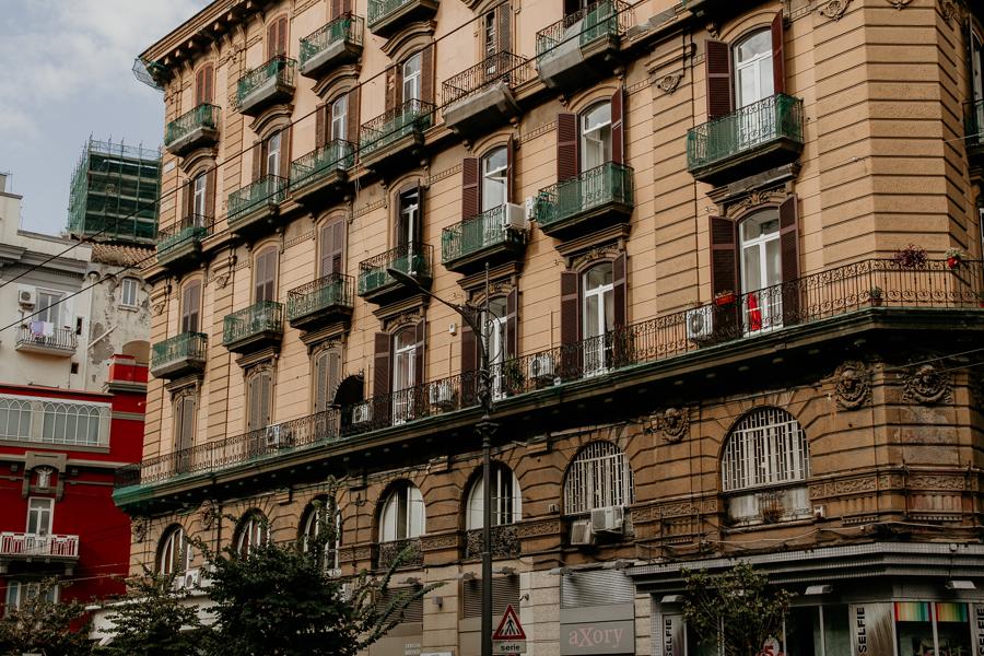 Neapol miastem kontrastów